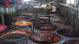 Sốc: Dầu ăn làm từ nước cống, rác thải tiêu thụ ở Việt Nam