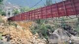 Xây cầu tạm cạnh cầu treo bị sập ở Lai Châu