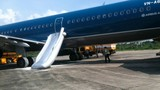 Bất ngờ về vị khách mở cửa thoát hiểm máy bay VNA