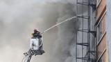 Ảnh lính cứu hỏa xả thân vụ cháy karaoke 13 người chết ở Hà Nội