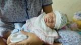 Hà Nội: Người mẹ trẻ bỏ rơi con ân hận đến đưa cháu về