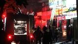 Hiện trường vụ cháy nhà dữ dội trên phố Lạc Nghiệp, Hà Nội