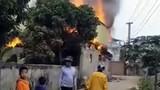 Mâu thuẫn với vợ, chồng tẩm xăng đốt nhà làm 3 người bị thương