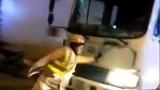 Tài xế xe tải lao thẳng CSGT Hà Nội