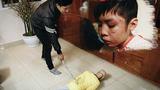 Khởi tố bổ sung tội danh với ông bố hành hạ con trai 10 tuổi