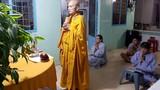 Dân sống gần chung cư Carina mời thầy cầu siêu cho 13 nạn nhân