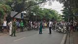 Hà Nội: Bị xe tải cuốn vào gầm, thai phụ sinh con ngay tại hiện trường
