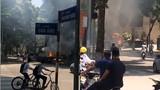 Xe tải bốc cháy kèm theo tiếng nổ lớn lao vun vút giữa đường phố Hà Nội