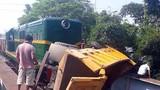 Tàu hỏa đâm ô tô, 5 người nhập viện cấp cứu