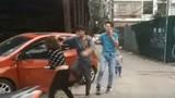 Chồng đánh vợ trước mặt con nhỏ giữa đường