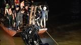 Ô tô lao xuống sông Hồng: Hai thi thể mắc kẹt trong xe