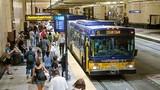 Mỹ: Quấy rối tình dục trên xe buýt tăng gấp 3, quan chức GTVT nói 'tin tốt'