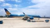 Máy bay hạ cánh tại Nội Bài liên tục bị rách lốp