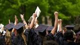 """Bỏ ghi xếp loại trên bằng đại học: Lo ngại sự """"cào bằng""""?"""