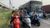 """Hàng nghìn xe container ken chặt xe máy, cùng """"chôn chân"""" trên Xa lộ Hà Nội"""