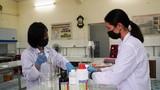 Giảng viên Trường Bách khoa điều chế nước sát khuẩn giúp sinh viên chống Corona