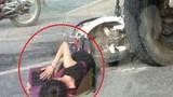 Tai nạn suýt chết, nữ sinh tranh thủ nằm học dưới gầm xe