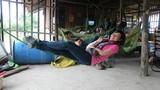 Nữ phượt thủ biết nằm ngủ trên dây như Cô Long