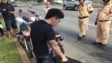 Bị CSGT bắt, quái xế xăm trổ đưa hối lộ để được tha