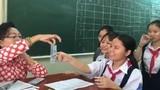 """Cô giáo Sài Gòn thả tiền  mừng tuổi học trò kiểu """"sang chảnh"""""""