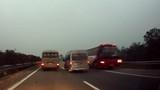 Nhà xe Tiến Hồng ngang nhiên chạy ngược chiều cao tốc HN-Lào Cai