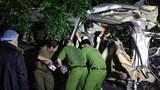 Xe 16 chỗ đâm xe tải, 8 người chết: Cận cảnh hiện trường thảm khốc