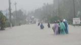 Nam Trung Bộ mưa lớn, nước mênh mông, giao thông tê liệt