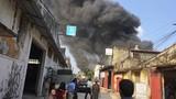 Hà Nội: Xưởng gỗ bốc cháy ngùn ngụt, khói đen mù trời
