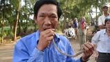 Kỳ quái những người Việt thích xơi côn trùng sống, uống dầu hỏa