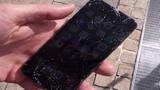 Màn hình iPhone 6 vỡ nát khi vừa thả xuống sàn