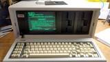 Chiếc laptop đầu tiên trên thế giới to như... vali du lịch