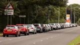 Anh: Lái xe sắp hết xăng có thể bị phạt tới 155 triệu Đồng