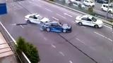 Tay đua lão luyện drift xe khiến cảnh sát toát mồ hôi