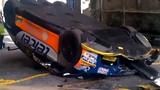 Tai nạn ngớ ngẩn khiến xe đua tiền tỷ vỡ nát