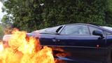 Siêu xế Jaguar XJ220 trình diễn drift đốt cháy cả lốp xe