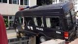 """Màn """"kungfu"""" có một không hai của xe cảnh sát"""