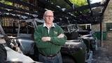Ngọn lửa bí ẩn nuốt chửng hạm đội Land Rover cổ