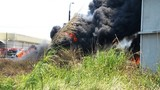 Cháy kinh hoàng tại bãi lốp xe kề đường tàu