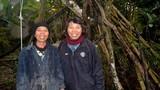 Cuộc sống của 2 chị em người rừng giữa ốc đảo hoang vắng