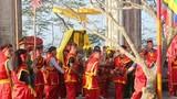 Du khách về đền thiêng nhất xứ Nghệ dự Lễ hội đua thuyền