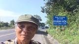 Giới trẻ phục sát đất cụ ông đi bộ xuyên Việt