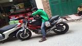 """Trò chuyện với chàng trai chạy """"xe ôm"""" bằng Ducati phân khối lớn"""