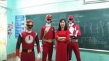 """Xôn xao """"siêu nhân"""" xuất hiện trong lễ khai giảng ở Lào Cai"""