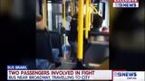 Video: Bị đấm túi bụi vì nói chuyện điện thoại quá to trên xe bus ở Úc