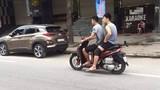 Xôn xao cầu thủ ĐTQG Việt Nam đi xe máy không đội mũ bảo hiểm
