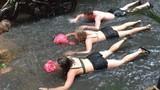 Hà Nội ngập lụt sau mưa to, MXH tràn ngập ảnh chèo thuyền, bơi lội giữa phố