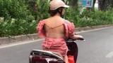 Lộ lưng trần dạo phố, kiểu thời trang gây tranh cãi của chị em