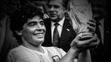 """Cậu bé vàng"" Diego Maradona qua đời ở tuổi 60"
