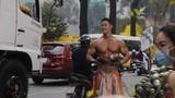 """Xuất hiện """"Mai An Tiêm"""" cực phẩm bán dưa hấu giữa giữa Sài Gòn"""