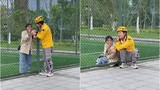 """Pha giao hàng """"cồng kềnh"""" của chàng shipper khiến netizen """"cười ra nước mắt"""""""